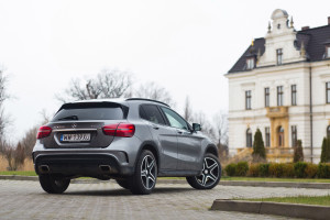 2017-mercedes-benz-gla-220-test-6