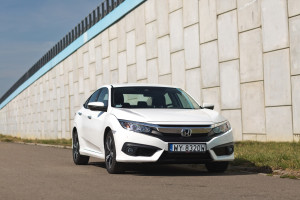 2018-honda-civic-4d-test-9